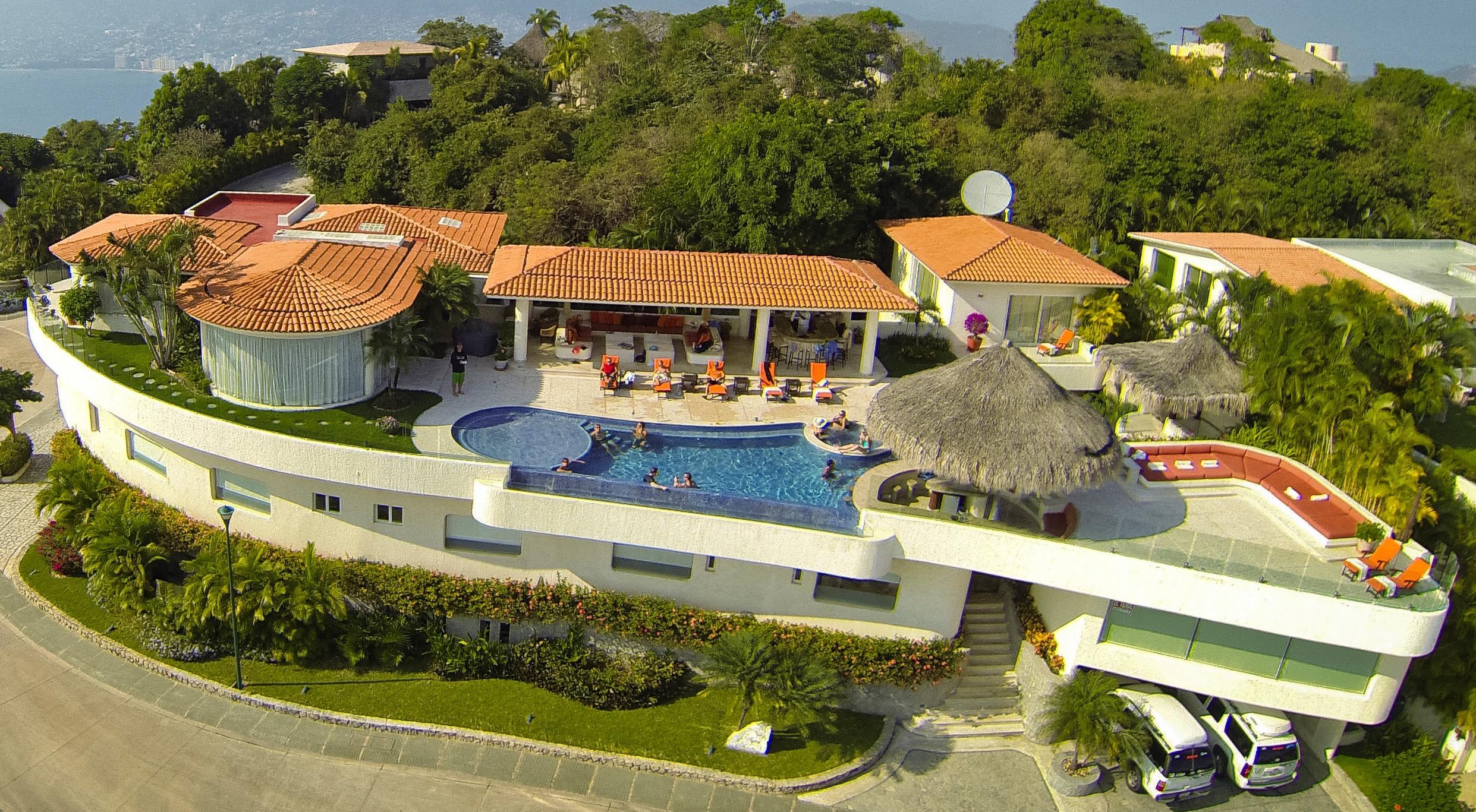 Acapulco luxury villas renta de villas y condominios for Villa casa mansion la cima acapulco